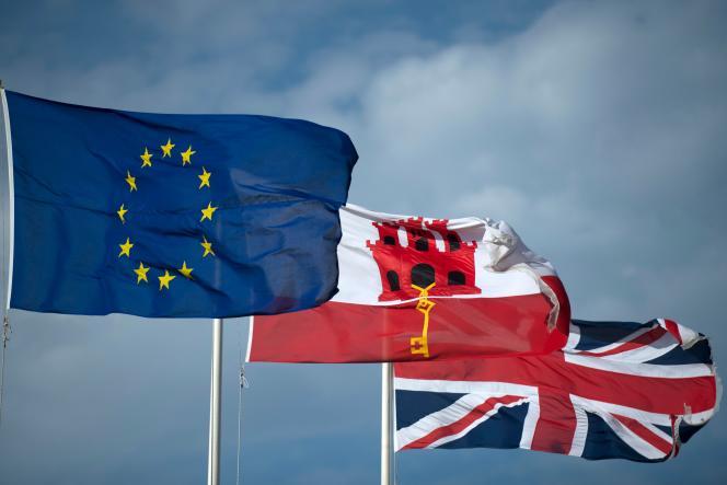 در 31 ژانویه 2020 ، پرچم اتحادیه اروپا در کنار پرچم جبل الطارق و پرچم انگلستان ، در جبل الطارق به اهتزاز در می آید.