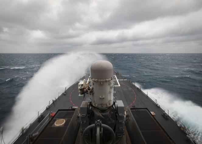 Le destroyer à missiles guidés «USS John S. McCain»lors d'une opération visant à assurer la stabilité et la sécurité de la zone indo-Pacifique, dans le détroit de Taïwan, mercredi 30 décembre 2020.
