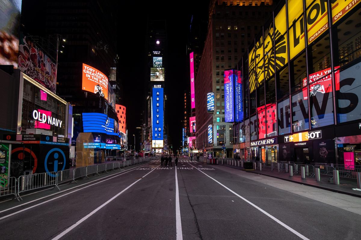 Un Times Square vide dans le quartier de Manhattan à New York City, États-Unis, le 31 décembre.