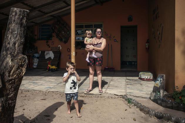 La coopérative abrite une petite crèche, où les enfants en bas âge des résidents bénéficient d'un accompagnement pédagogique et d'un service de garde.