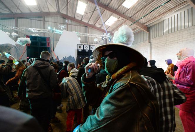 Une rave-party a eu lieu de jeudi 31 décembre au soir à samedi matin à Lieuron, au sud de Rennes, rassemblant environ 2500fêtards malgré les interdictions.