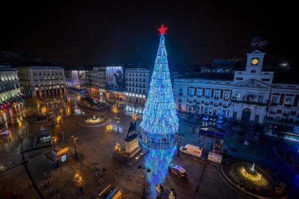 پورتا دل سول متروک در مادرید قبل از تعطیلات سال نو در اسپانیا در 31 دسامبر.
