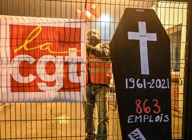 Demonstration against the closure of the Bridgestone factory at Bethune (Pas-de-Calis) on 27 November.