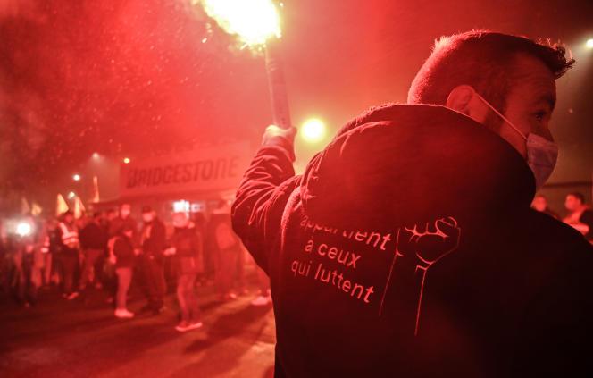 Manifestation contre la fermeture de l'usineBridgestone de Béthune (Pas-de-Calais), le 27 novembre.