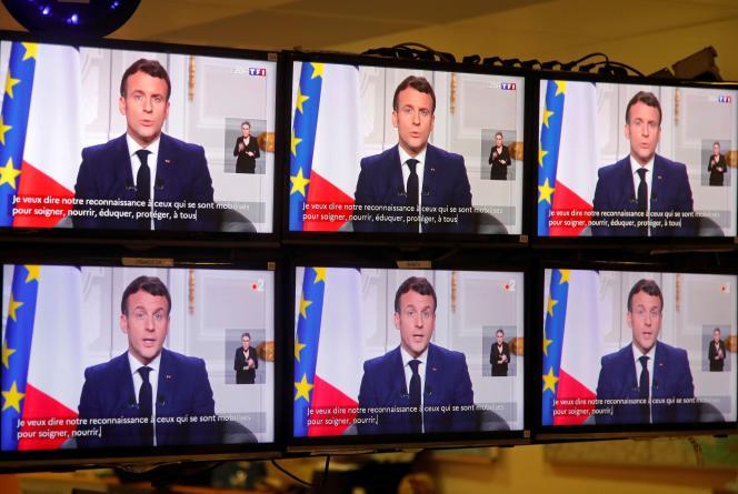 Le président Emmanuel Macron prononce le traditionnel discours de bonne année depuis l'Elysée, le 31 décembre 2020.