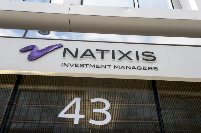 Devant le siège de Natixis à Paris en mars 2019.