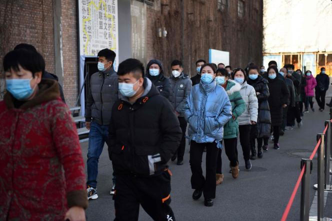 Les habitants de Pékin font la queue pour se faire vacciner contre Covid-19 avant le Nouvel An chinois, à Pékin le 4 janvier.