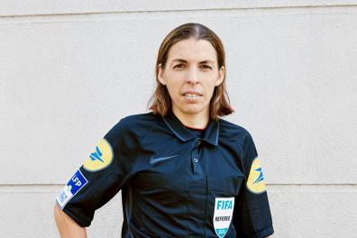 Stéphanie Frappart, arbitre de football en ligue 1 française et au niveau international, à Cormeilles-en-Parisis le 30 décembre 2020.