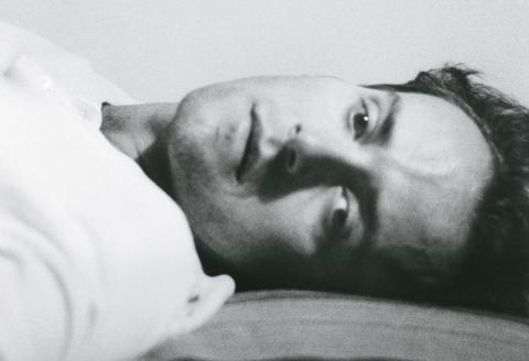 Autoportrait allongé, Rome, 1988