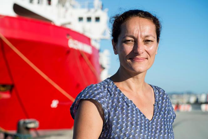 Sophie Beau, cofondatrice de SOS Méditerranée, devant l'«Ocean Viking», à Marseille, le 29 juillet 2019.
