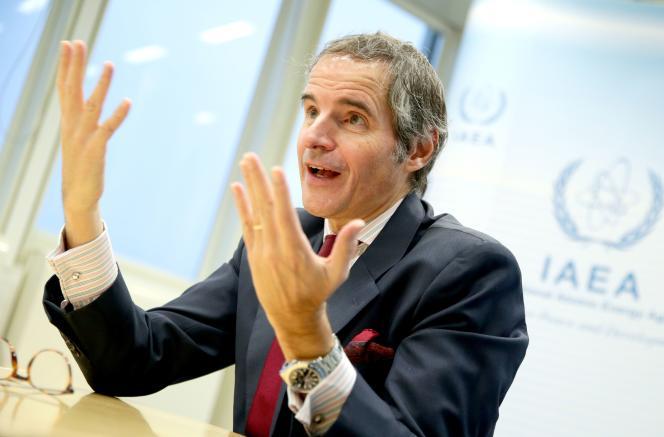 Le directeur général de l'Agence internationale de l'énergie atomique (AIEA), Rafael Grossi, fait des gestes lors d'un entretien avec Reuters au siège de l'AIEA à Vienne, en Autriche, le 16 décembre 2020.