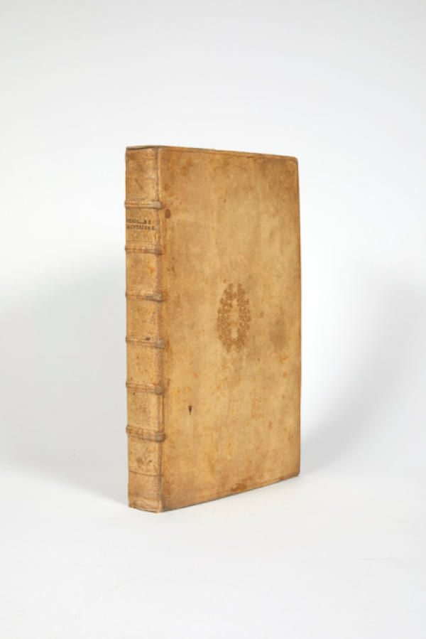 Première édition complète des «Essais»de Montaigne, version posthume donnée par Marie de Gournay, « fille d'alliance » de Montaigne. Issue de la bibliothèque de Pierre Bergé, elle a été vendue 33 000 euros en décembre 2020.