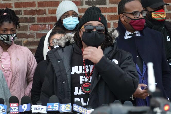 جاستین بلیک ، عموی جیکوب بلیک ، روز سه شنبه ، 5 ژانویه ، پس از اینکه دادستان کنوشا اعلام کرد که افسر پلیس را که در آگوست سال 2020 برادرزاده اش را هدف قرار داد ، تحت پیگرد قرار نخواهد داد ، در رسانه ها سخنرانی کرد.
