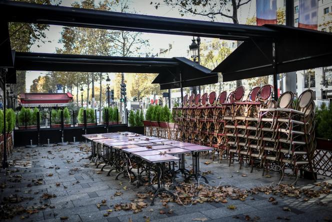 Un restaurant sur l'avenue des Champs-Elysées, à Paris le 12 novembre 2020.