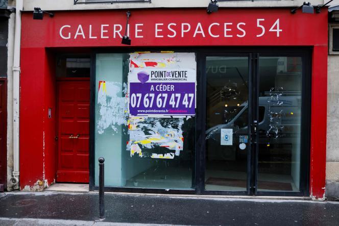 Un local commercial à Paris, le 5 janvier.