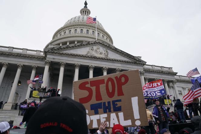 Une pancarte« Stop the steal» (arrêtez le vol) devant le Capitole, le 6 janvier.