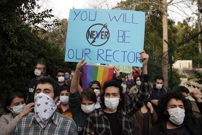 دانشجویان دانشگاه بسفر در 6 ژانویه در استانبول تظاهرات کردند.