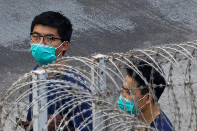 در تاریخ 7 ژانویه ، جوشوا وونگ ، فعال طرفدار دموکراسی ، در جریان اعتراضات سال 2019 علیه دولت هنگ کنگ ، در مرکز پذیرش لای چی کوک ، جایی که به دلیل یک اجتماع غیر مجاز زندانی شده بود.