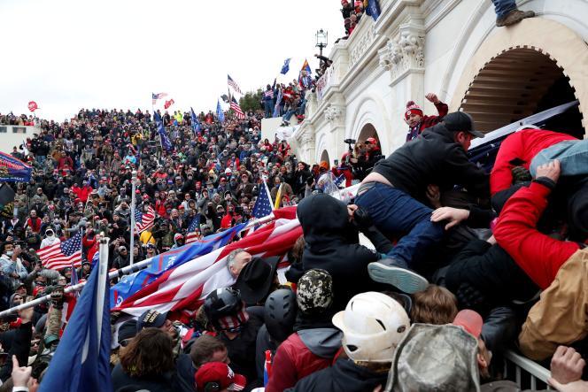 هواداران دونالد ترامپ در 6 ژانویه 2021 به واشنگتن به پایتختی حمله کردند.
