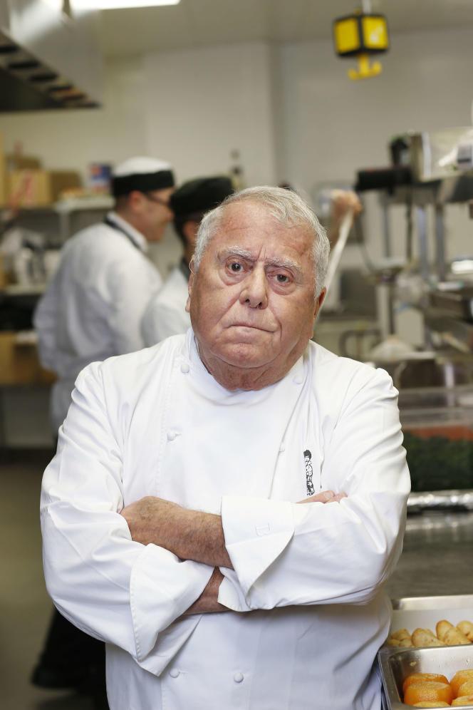 Albert Roux, dans les cuisines du stade Aviva, à Dublin, en 2013.