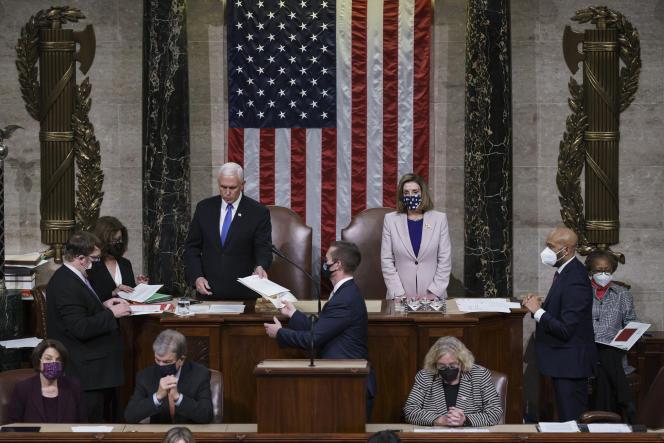 Le vice-président américain, Mike Pence, et la présidente de la Chambre des représentants, Nancy Pelosi, au Capitole, le 7 janvier.