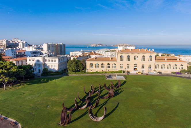 Vue aérienne du siège d'Aix-Marseille Université, sur le site du Pharo, à Marseille