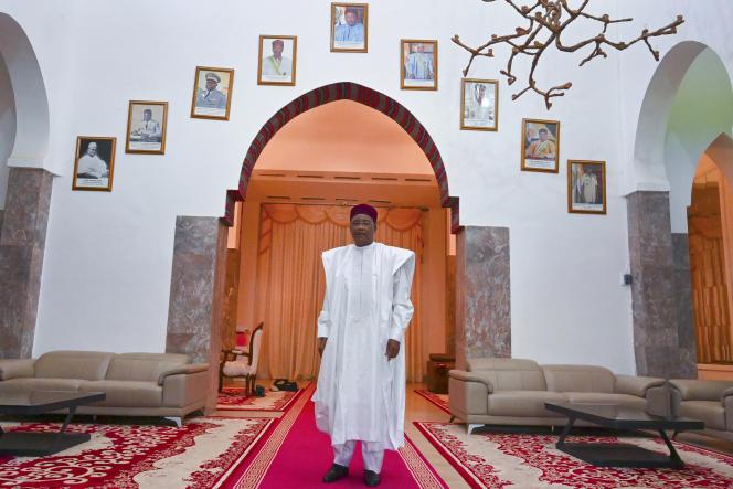 Le président sortant du Niger, Mahamadou Issoufou, dans le palais présidentiel de Niamey, le 29 décembre 2020.