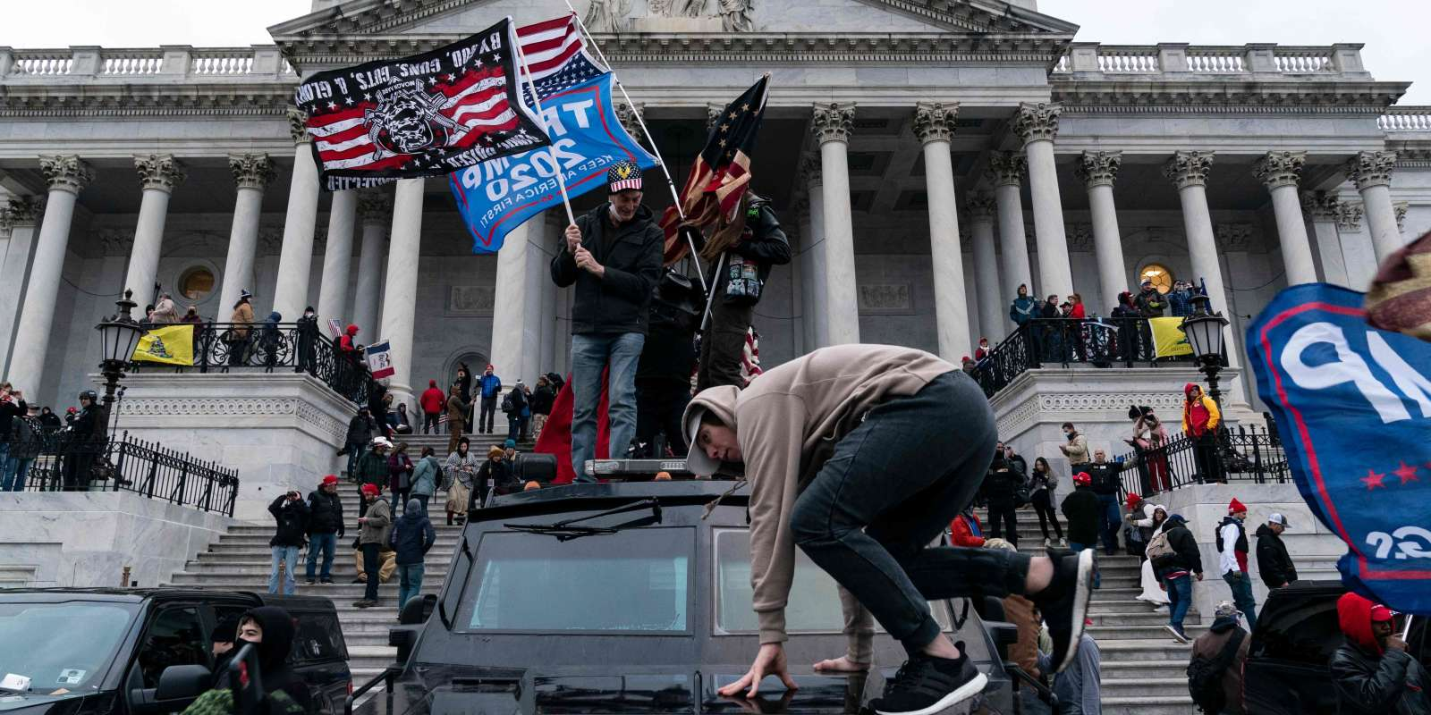 TOPSHOT - Supporters of US President Donald Trump protest outside the US Capitol on January 6, 2021, in Washington, DC. Demonstrators breeched security and entered the Capitol as Congress debated the a 2020 presidential election Electoral Vote Certification. / AFP / ALEX EDELMAN