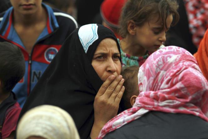 در اکتبر 2014 ، خانواده های عراقی پس از به دست آوردن دوباره کنترل جرف الصخر که در آن زمان تحت کنترل دولت اسلامی بود ، تسلیم شبه نظامیان شیعه و ارتش عراق شدند.