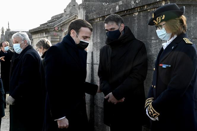 Le président Emmanuel Macron et le premier secrétaire du Parti socialiste,Olivier Faure, le 8 janvier à Jarnac (Charente).
