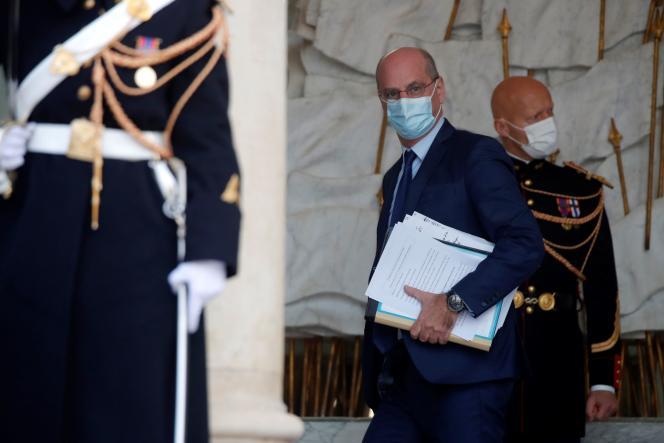 Le ministre de l'éducation, Jean-Michel Blanquer, à la sortie du conseil des ministres, àl'Elysée, le 9 décembre 2020.