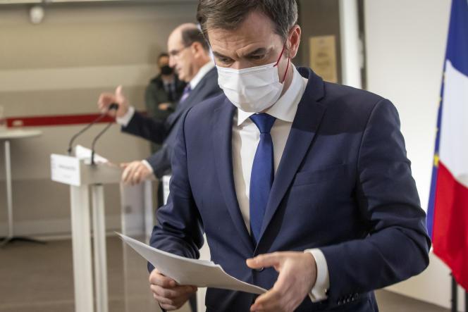 Jean Castex, premier ministre, et Olivier Véran, ministre de la santé, lors d'un point presse sur l'épidémie de Covid-19, à Paris, le 7 janvier.