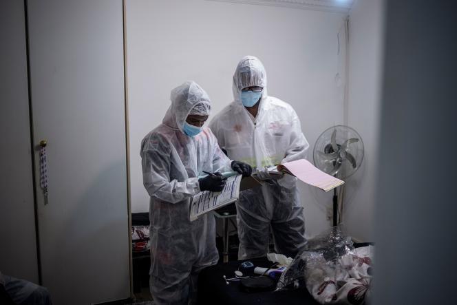 Des médecins, à Johannesburg (Afrique du Sud), le 4 janvier.