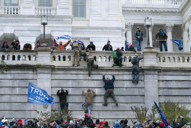 حمله حامیان دونالد ترامپ به كاپیتول ، مقر پارلمان آمریكا ، 6 ژانویه در واشنگتن.