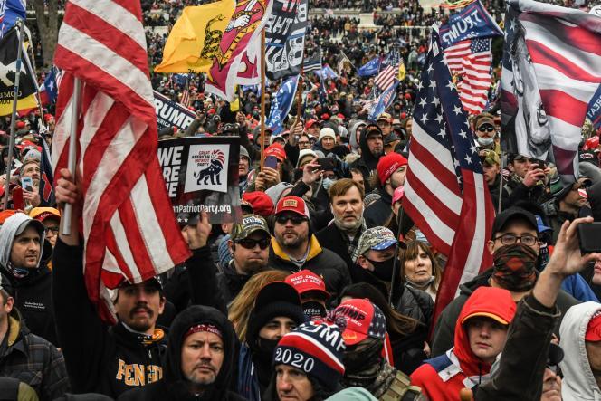 Des milliers de manifestants appartenant à des mouvances différentes sont venus afficher leur soutien à Donald Trump, lundi 6 janvier à Washington, après sa défaite à la présidentielle.
