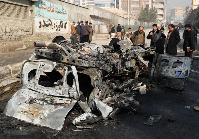 Sur les lieux d'un attentat à Kaboul, le 10 janvier 2021.