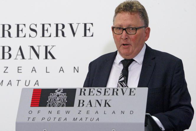 Le gouverneur de la banque centrale néo-zélandaise Adrian Orr lors d'une conférence de presse le 8 mai 2019.