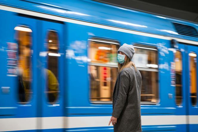 در ایستگاه مترو در استکهلم در 7 ژانویه.