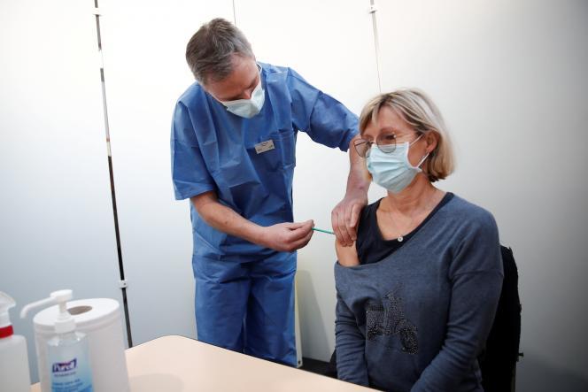 Lors d'une vaccination à Taverny (Val-d'Oise), le 9 janvier 2021.