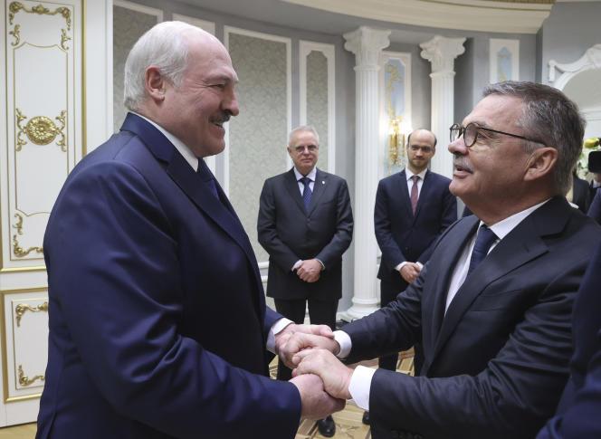 در 11 ژانویه ، الكساندر لوكاشنكو رئیس جمهور بلاروس از رنه فاضل ، رئیس فدراسیون بین المللی هاكی روی یخ پذیرایی كرد.