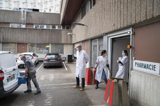 Acheminement de vaccins de Pfizer-BioNTech versl'Ehpad Sainte-Catherine de Verdun et un Ehpad de Bar-le-Duc, le 7 janvier à Verdun (Meuse).
