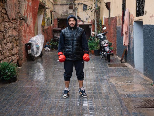 Hicham, 40 ans, rêvait d'être champion d'arts martiaux. Il travaille dans le bâtiment.