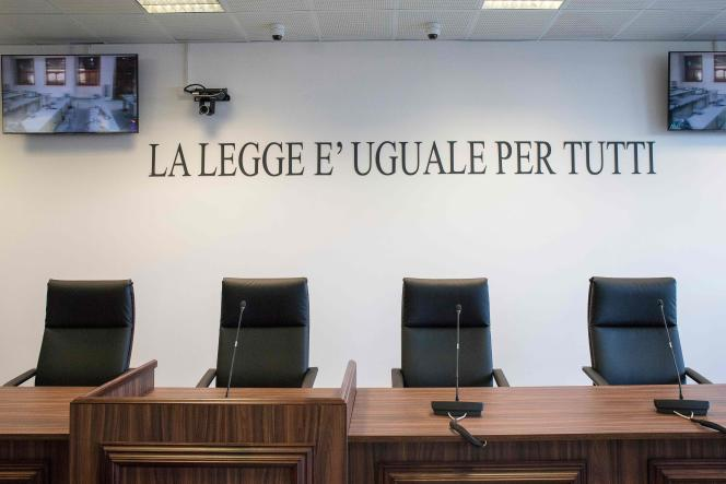 """The law is the same for everyone"": on December 15, 2020, in Lamezia Terme, Calabria, the bench of magistrates who will judge the ""Rinascita-Scott"" trial."