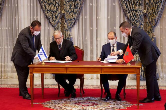 Signature de protocoles d'accord entre Marocains et Israéliens, à Rabat, le 22 décembre 2020.