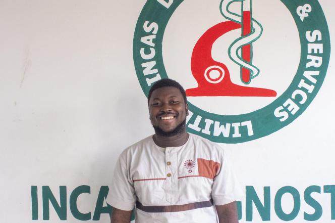 Laud Anthony Basing, fondateur de la société ghanéenne de tests médicaux Incas Diagnostics, à Kumasi, au Ghana, le 3 décembre 2020.