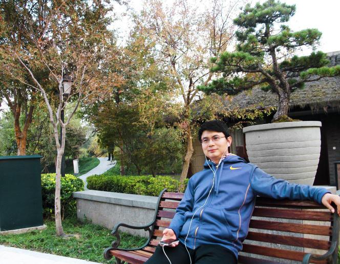 فردا بنیانگذار صندوق سرمایه گذاری گروه Xiao Jianhua در یک پارک در پکن.  ربوده شده در سال 2017 ، از آن زمان تاجر دیگر ظاهر نشده است.