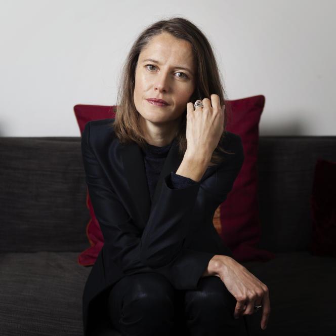 L'écrivaine Céline Curiol, à Paris, en 2015.