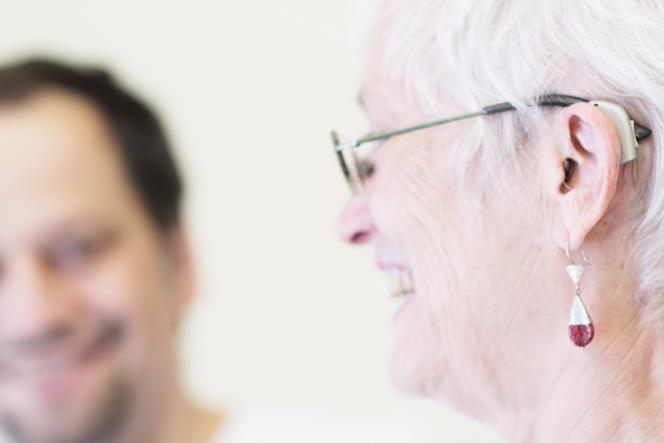 Seulement 35 % des personnes susceptibles d'être équipées d'aides auditives le sont.
