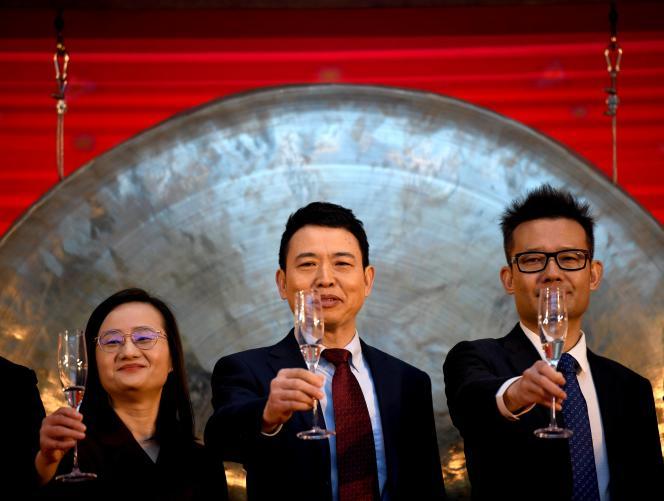 Le PDG de JD Health International, Xin Lijun (au centre), le 8 décembre 2020, à Pékin.