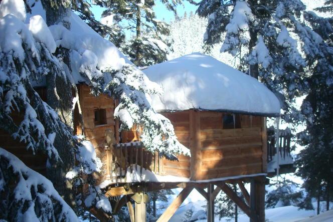 Les cabanes de Payolle, au bord du lac, à Campan dans les Hautes-Pyrénées.